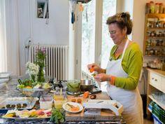 Imparare a riconoscere e cucinare le erbe spontanee con Meret Bissegger qui al @pinetahotels in giugno 2015