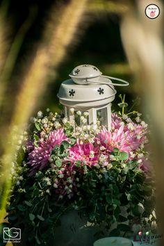 Bohém esküvőn a virágdíszeket is újragondolhatod. Egy kifaragott tök is vázává alakulhat.