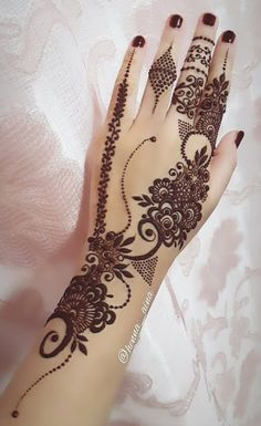 Girls paint their hands and legs with lovely and pretty new mehndi designs. These stunning mehndi designs are perfect for everybody.Here, you can see the image of amazing and beautiful mehndi design for parties Khafif Mehndi Design, Finger Henna Designs, Indian Mehndi Designs, Mehndi Designs 2018, Mehndi Designs For Girls, Mehndi Designs For Beginners, Modern Mehndi Designs, Mehndi Design Photos, Mehndi Designs For Fingers
