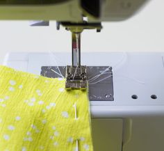 Hoe maak je Franse of Engelse naden_ Tutorial van Pienkel voor Bernina. Sewing Lessons, Sewing Hacks, Sewing Tutorials, Sewing Tips, Sewing Room Organization, Fabric Manipulation, Sewing Projects For Beginners, Sewing Techniques, Stuffed Toys Patterns