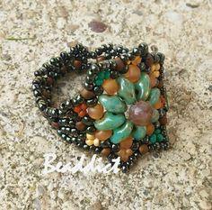 SD Star ring. Beaded by Beaddict. Seed beads, superduo beads, fancy jasper stone beads.