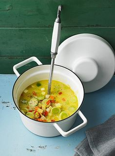 Gemüseeintopf mit Kokosmilch Vegetable stew with coconut milk, potatoes, carrots and onions Fruity leek salad with apple and coconut milkBrussels sprouts soup with coconut milk from Einfach HausgemaCreamy kohlrabi soup with coconut milk Detox Recipes, Soup Recipes, Vegan Recipes, Cooking Recipes, Keto Banana Bread, Food Porn, Good Food, Yummy Food, Vegetable Stew