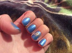 Cute blue nails with a elegant touch!