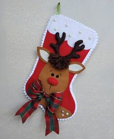 Bota de Natal Christmas Trimmings, Felt Christmas Stockings, Christmas Stocking Pattern, Felt Christmas Ornaments, Christmas Crafts, Felt Diy, Felt Crafts, Diy And Crafts, Felt Decorations