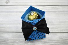 Kék, indamintás dobozka - Tökéletes esküvői meghívók Brooch, Brooches