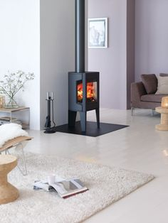 Small Cast Iron Wood Stove by Jotul – Modern F 163 – Wood Burning Stove Contemporary Wood Burning Stoves, Modern Stoves, Wood Stove Modern, Best Pellet Stove, Wood Burning Stove Corner, Stove Fireplace, Small Gas Fireplace, Wood Burner, Interior Design