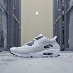 Air Max 90 Ultra Essential Light Base Grey