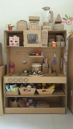 Cardboard kitchen playset                                                                                                                                                                                 Mais