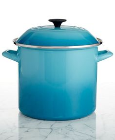Meet your boiling point. This attractive stockpot is the perfect place to whip up a batch of corn on the cob, steamed seafood or whatever else is on the menu. The tight-fitting lid keeps flavor & heat