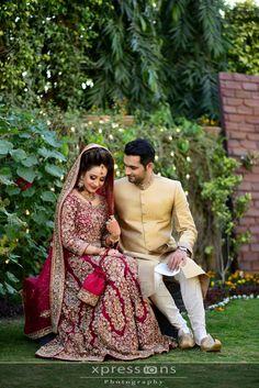 Pinterest: @pawank90 Wedding Photography Poses, Wedding Poses, Wedding Photoshoot, Wedding Couples, Photoshoot Ideas, Pakistani Wedding Dresses, Indian Wedding Outfits, Bridal Outfits, Moda India
