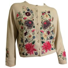 Helen Bond Carruthers Ivory Cashmere Sweater with Peacock and Florals Embroidered Appliques circa - Diy embroidery - vintage Vintage Outfits, 1950s Outfits, Vintage Clothing, Girls Sweaters, Sweaters For Women, Vintage Fashion 1950s, Vintage Style, Embroidered Clothes, Diy Embroidery