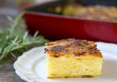 Discover recipes, home ideas, style inspiration and other ideas to try. Potatoes In Oven, Cheesy Potatoes, Hasselback Potatoes, Skillet Potatoes, Roasted Potatoes, Potato Meme, Potato Funny, Patate Dauphinoise, Potato Gratin Recipe
