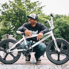 @crazyalcayne with his @skywaybmx at #MullalyPark in #TheBronx. --------------------- #bmx #bmxlife #bike #bicycle #bici #bicicleta #biciclo #fiets #bisiklet #bicicletta #bicyclette #cykel #ciclismo#cycling #bikeporn #instabike #bikenyc #bikestyle #cyclechic #cyclestyle #styleblog #cycling