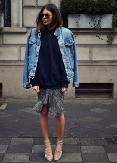 maxi moletom over look com saia e jaqueta jeans