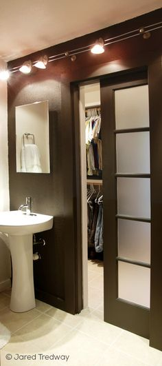 Bathroom closet doors walks 25 Ideas for 2019 Bedroom Closet Doors, Closet Redo, Bathroom Closet, Bathroom Storage, Master Bathroom, Master Closet, Diy Sliding Door, Sliding Closet Doors, Pantry Doors