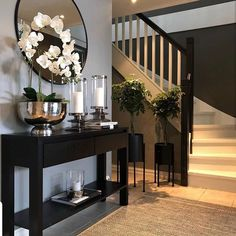 ✨ TGIF, Happy Friday✨ Here's a little hallway inspiration by   Your hallway is the first thing you always see… Home Design Decor, Home Interior Design, Foyer Design, Gray Home Decor, Home Decor Ideas, Welcome Home Decorations, Hall Interior, Elegant Home Decor, Luxury Home Decor