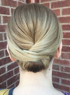 6 Effortless Updos You Can Rock With Short Hair.  It doesn't matter if you're looking for a chic elaborate updo for a party, a wedding, or a celebration, or just something to give you look an edgy twist, these simple updo ideas are bound to inspire you!