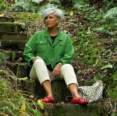 There hasn't been much going on here this weekend. I've just been sitting in the woods getting a soggy bottom 🙊 Actually that's not… Grey Hair Over 50, Short Grey Hair, Short Hair Styles, Grey Bob, Pixie Bob Hairstyles, Gray Hair Highlights, Casual Outfits, Cute Outfits, Short Layered Haircuts