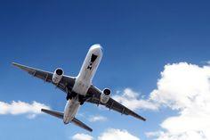 Dicas que ajudam a reduzir o desconforto em viagem de avião | #DicasDeViagem, #Jmj