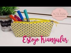 DIY::: Estojo Triangular - By Fê Atelier ( Nível Fácil ) - YouTube Patchwork Quilt, Quilts, Zipper Pouch Tutorial, Louis Vuitton Damier, Patches, Wallet, Youtube, Sewing, Pattern