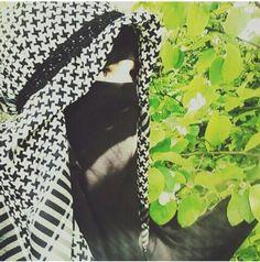 Niqab with Keffiyeh Arab Girls Hijab, Muslim Girls, Beautiful Muslim Women, Beautiful Hijab, Hijabi Girl, Girl Hijab, Niqab Fashion, Islam Women, Hijab Trends