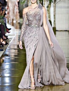 Zuhair Murad Fall 2017 Couture Fashion Show Collection # Fashion dresses Zuhair Murad Fall 2017 Couture Fashion Show Couture Mode, Style Haute Couture, Collection Couture, Fashion Show Collection, Vestidos Fashion, Fashion Dresses, Elegant Dresses, Nice Dresses, Couture Dresses