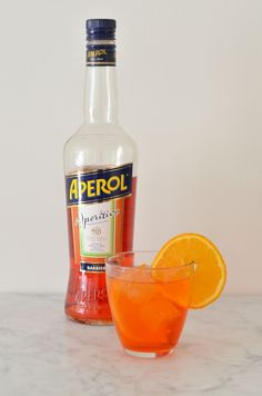 Cocktail O& 4 x Easy Cocktails - From Pauline& Kitchen - Aperol Spritz Fill a large juice glass with ice. Pour about 60 ml of prosecco into the glass. Cocktail Aperol Spritz, Cocktail And Mocktail, Cocktail Night, Wine Cocktails, Easy Cocktails, Summer Cocktails, Cocktail Recipes, Alcoholic Drinks, Appetizer Display