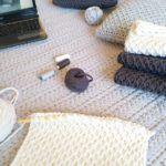 Tığ İşi İşkembe Örneği Örgü Modeli Yapılışı videolu   elisiorgudukkani.com Crochet Pillow, Crochet Baby Booties, T Shirt Yarn, Yarn Projects, Knitting Patterns, Ideas, Home Decor, Bruges, Diy And Crafts