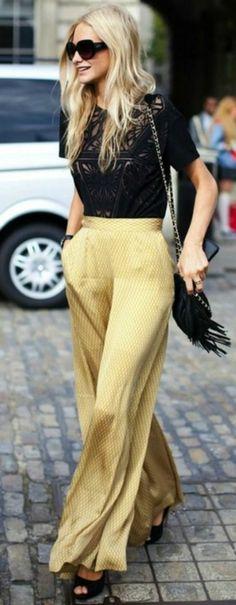 pantalon fluide jaune pâle et une blouse noire avec dentelle