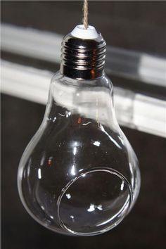 Annons på Tradera: 2 vaser i form av en hängande glödlampor