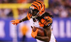 "Bengals Dre Kirkpatrick suffers fractured hand in freak accident = Cincinnati Bengals cornerback Dre Kirkpatrick has suffered a fractured right hand as the result of what he is referring to as a ""freak accident,"" according to a Wednesday morning report from Jim Owczarski of the Cincinnati Enquirer. While....."