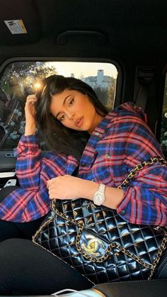 Kylie Jenner opts for a baggy flannel shirt for 'movie night' Kyle Jenner, Kylie Jenner 2017, Instagram Kylie Jenner, Kylie Jenner Fotos, Trajes Kylie Jenner, Looks Kylie Jenner, Kylie Jenner Outfits, Kylie Jenner Style, Kylie Jenner Snapchat