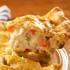 chicken recipes Making your own crust takes this chicken pot pie to the next level. Here's how to make homemade chicken pot pie, the most comforting meal ever. Homemade Chicken Pot Pie, Recipe Chicken, Homemade Pie, Chicken Potpie Recipes, Chicken Pot Pie Casserole, Chicken Pot Pie Recipe Pioneer Woman, Biscuit Chicken Pot Pie, Baked Chicken, Chicken Pot Pie Recipe Martha Stewart