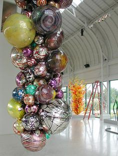 Dale Chihuly - I love how different one piece of work can look, based on where and how it is displayed! Art Of Glass, Blown Glass Art, Glass Artwork, Dale Chihuly, Pics Art, Glass Design, Colored Glass, Amazing Art, Art Pieces