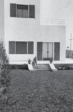 """""""Un cubo blanco y austero, de terrazas al sol y al mar"""", así describió alguna vez Victoria Ocampo la casa que construyó hacia 1927 en Mar del Plata"""
