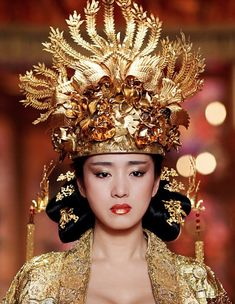 "Gong Li as Empress Phoenix in the Chinese film ""Curse of the Golden Flower"". Gong Li, Or Noir, Golden Flower, Movie Costumes, Theatre Costumes, Victor Hugo, Cosplay, Hanfu, Cheongsam"