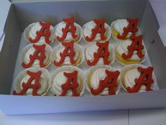 Alabama Cupcakes carmen-kristy-s-cupcakes-cookies Alabama Football Baby, Football Team, Cute Cupcakes, Cupcake Cookies, Football Cupcakes, Dad Cake, Tailgate Food, Sweet Home Alabama, Roll Tide