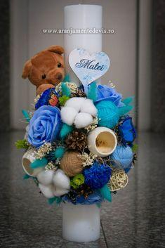 Lumanare de botez realizata din diverse materiale rezistente in timp. Baptism Candle, Christening, Hanukkah, Baby Boy, Wreaths, Candles, Flowers, Diy, Crafts