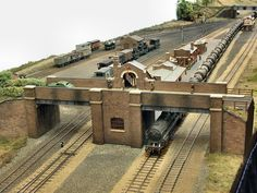 Charwelton is Wolverhampton MRCs largest OO gauge layout project to date. A section of the Great Central Railways London Extension has been modelled, featuring one of the companys low-cost but practical island platform stations.</di