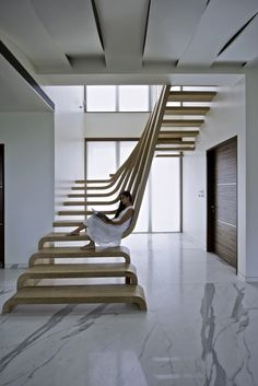 Two flights of stairs flow seamlessly into one another in this sleek sculptural staircase designed by Mexican architecture studio Arquitectura en Movimiento.