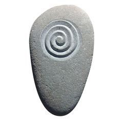 Spiral portland stone and raw hide Abstract Painting Techniques, Pebble Painting, Pebble Art, Stone Painting, Painting Tutorials, Stone Crafts, Rock Crafts, Dremel Tool Projects, Dremel Carving