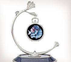 Patek Philippe | Oficios artesanales Ref. 992/137G-001 Oro blanco Patek Philippe Pocket Watch, Mirror, Desk Clock, Blue Sapphire, Pocket Watch, Bezel Ring, White Gold, Mirrors