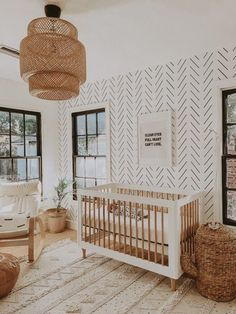 Subtle gender neutral wallpaper in black and white. Love the way the neural wood warms the space up.Via Project Nursery -