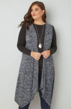 Do you want to give a stylish look to your simple outfit? Try out sleeveless cardigan. Sleeveless cardigan gives a turtle neck look and though you are wearing simple jeans and top this sleeveless layer will give you eye catching look in room. Turtleneck Outfit, Cardigan Outfits, Simple Outfits, Fall Outfits, Plus Size Fall Outfit, Plus Size Work, Plus Size Cardigans, Sleeveless Cardigan, Abaya Fashion