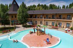 A Szigetszentmárton közelében található Aqualand Ráckeve számos szórakoztató szolgáltatást kínál. Spas, Hungary, Basketball Court, Mansions, House Styles, Places, Water, Gripe Water, Manor Houses