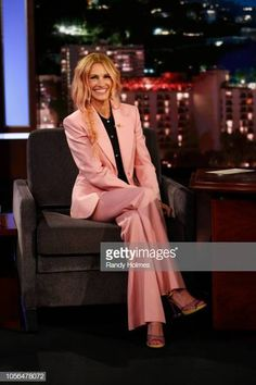 Julia Roberts sitting in a chair talking on a cell phone: Julia Roberts Now Has Rose Pink Hair Rose Pink Hair, Hair Color Pink, New Hair Colors, Julia Roberts Style, Julia Roberts Notting Hill, Best Ombre Hair, Smoking, Celebrity Babies, Celebrity Style