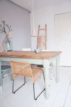 Love the colour on the table legs in combination with pastel pink