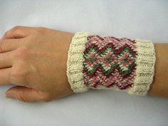 Lapland Hand Garments: Rovaniemi Mittens and Wristlets Class Projects, Projects To Try, Love Crochet, Knit Crochet, Heritage Museum, Mittens Pattern, Wrist Warmers, Crochet Projects, Crochet Patterns