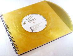 Auf intensive Kundennachfrage sind ab sofort auch Gästebücher erhältlich:  ----Cooles Gästebuch aus Schallplatte in seltenem Gold Vinyl  ---  Dieses Objekt wurde aus echten Schallplatten...