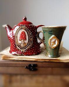 Whimsical tea pot and a cup. Ceramic Cups, Ceramic Pottery, Pottery Art, Slab Pottery, Thrown Pottery, Pottery Studio, Keramik Design, Tea Set, Tea Cups